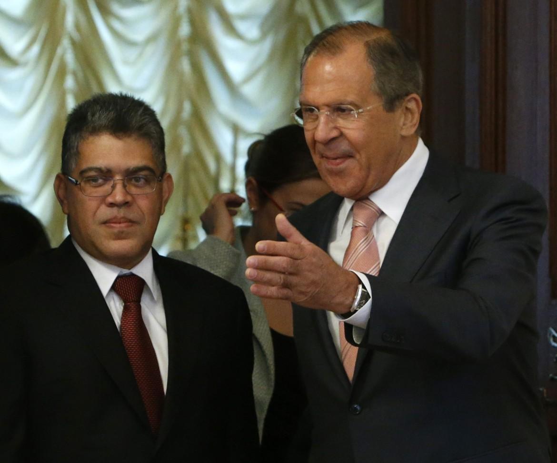 Il ministro degli Esteri venezuelano Elias Jaua e il suo omologo russo Sergei Lavrov