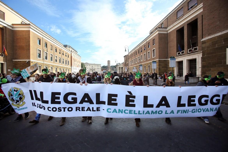 Antiproibizionisti contro la legge Fini-Giovanardi