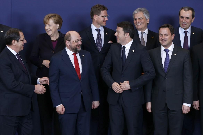 Foto di famiglia durante un summit a Bruxelles