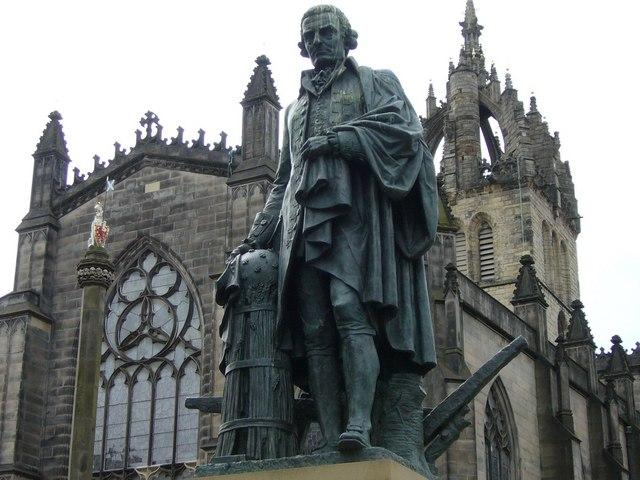 Una statua di Adam Smith