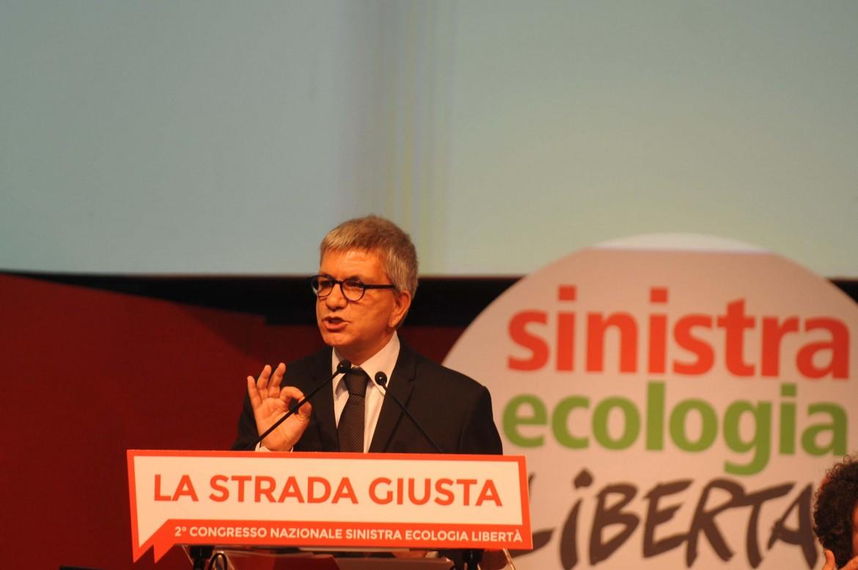 Nichi Vendola, presidente di Sel, dal palco del congresso di Riccione