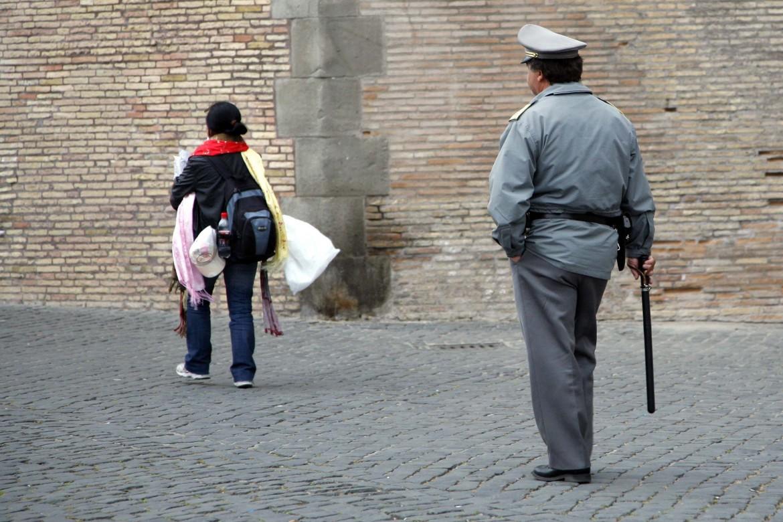 Controlli sui venditori ambulanti immigrati della Guardia di Finanza