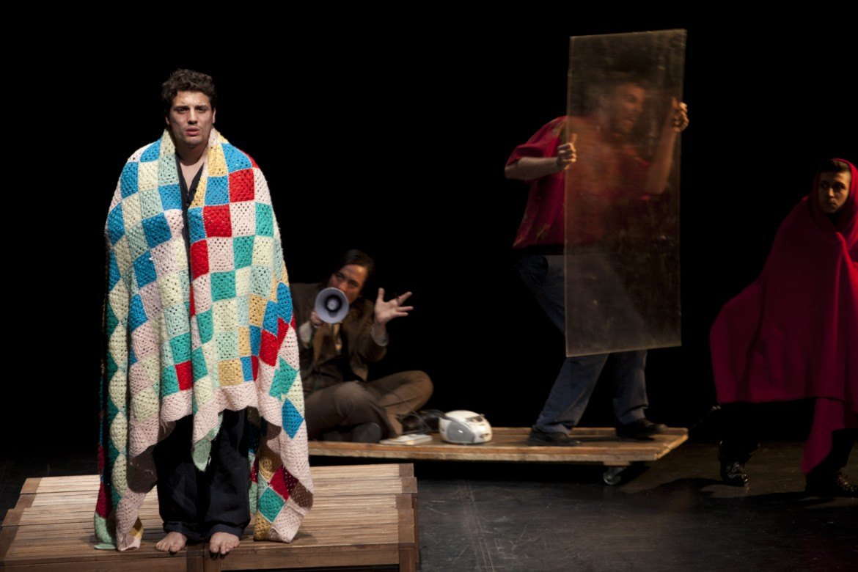 Una scena di Hamlet travestie
