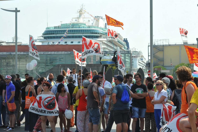 Venezia, manifestazione No grandi navi