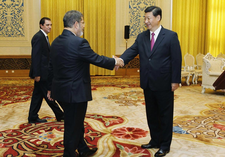 Il deposto presidente egiziano Morsi con il cinese Xi Jinping