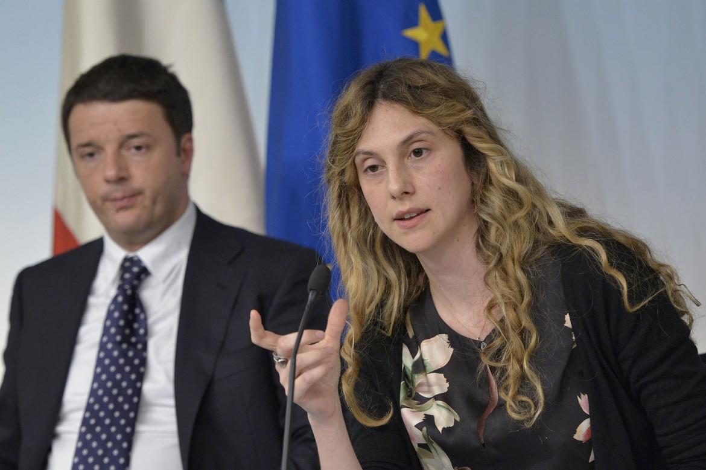 Il presidente del Consiglio Matteo Renzi con il ministro della funzione pubblica Marianna Madia