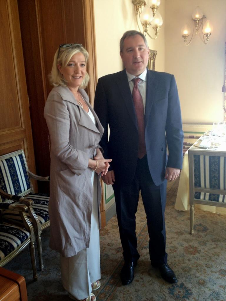 Marine Le Pen e Dmitry Rogozin