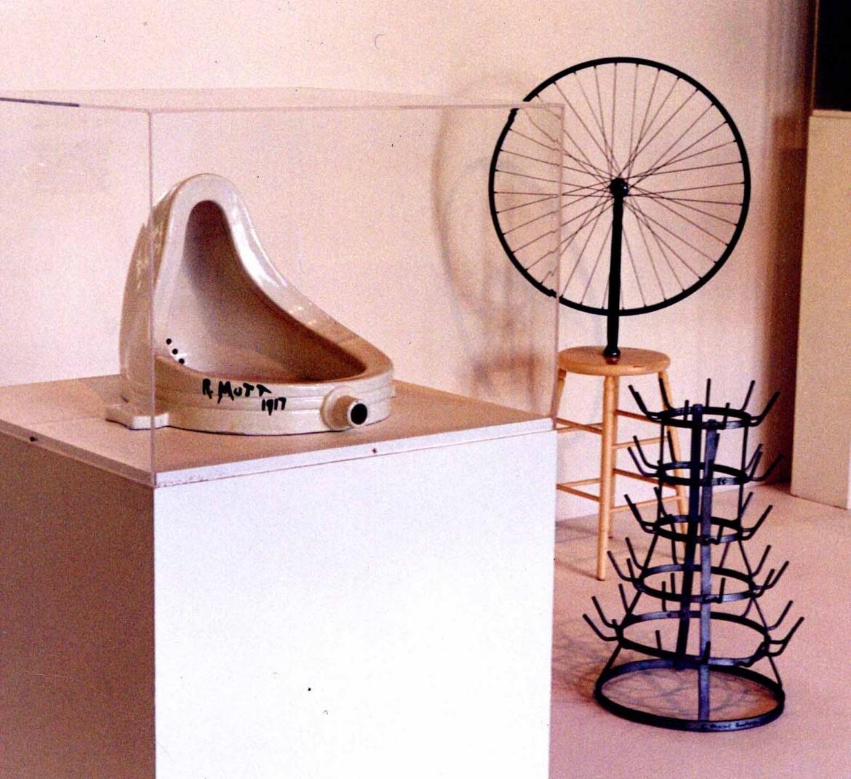 Marcel Duchamp e i suoi readymade (Fontana, Ruota di bicicletta e Scolabottiglie)