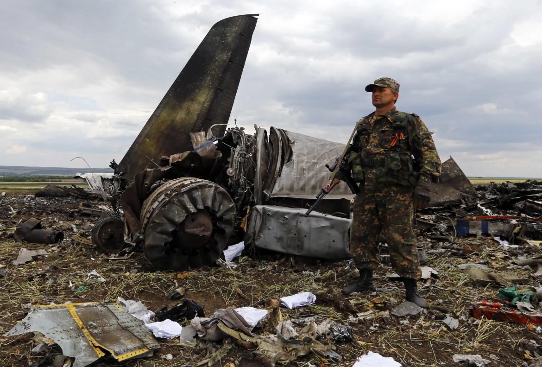 Ucraina orientale, l'aereo abbattuto dai ribelli