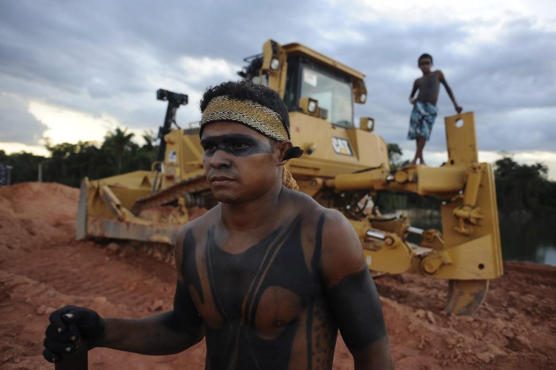 Un indio anti-ruspe a Belo Monte
