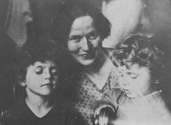 Julka Schucht e i figli Delio e Giuliano Gramsci