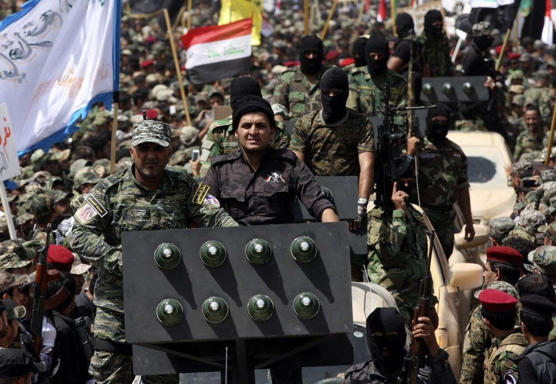 Iraq. Sciiti seguaci di Moqtada al Sadr sfilano per Sadr City