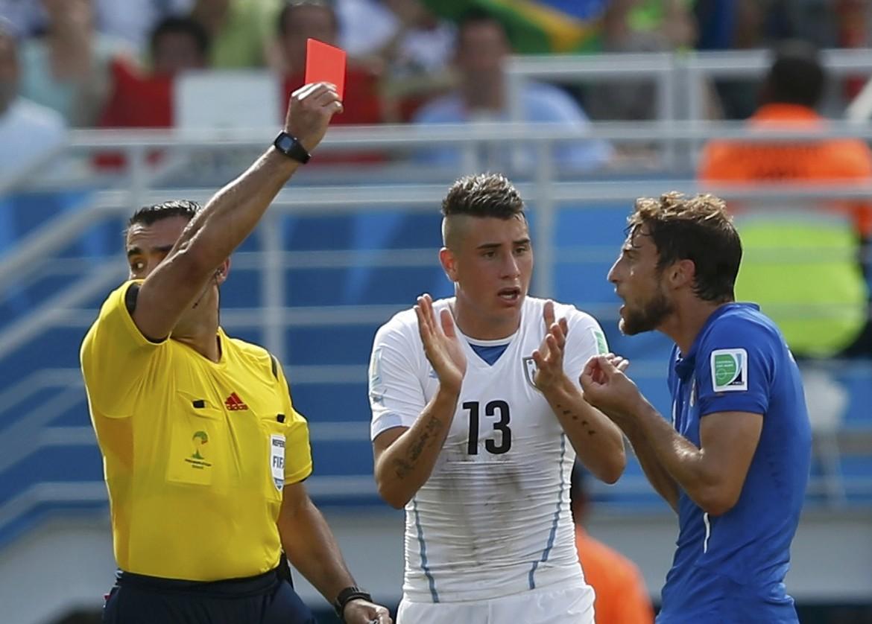 L'espulsione di Marchisio nella partita tra Italia e Uruguay