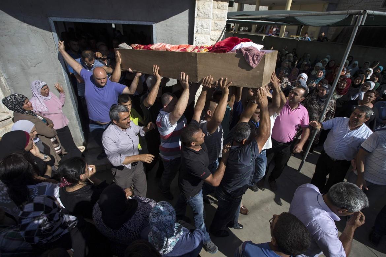 I funerali di una delle vittime palestinesi dei giorni scorsi