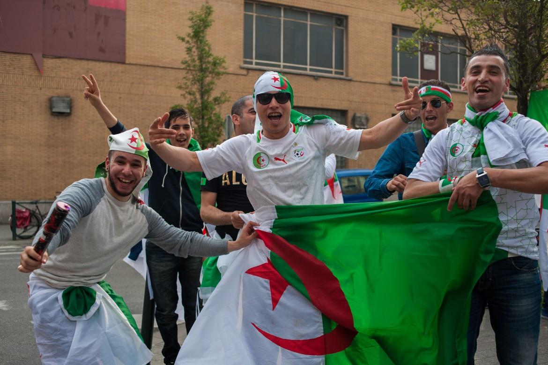 Tifosi algerini festeggiano a Bruxelles