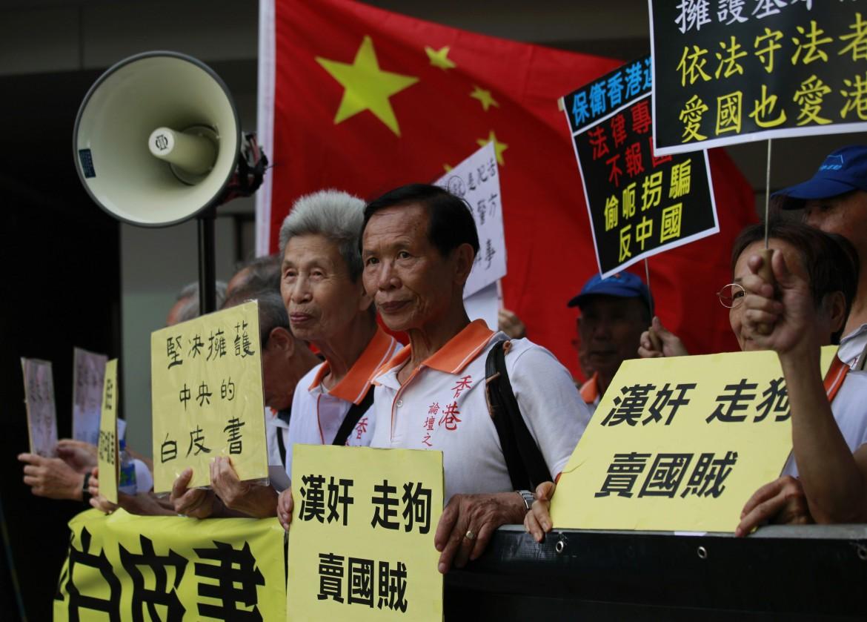 Hong Kong, manifestanti pro-Cina