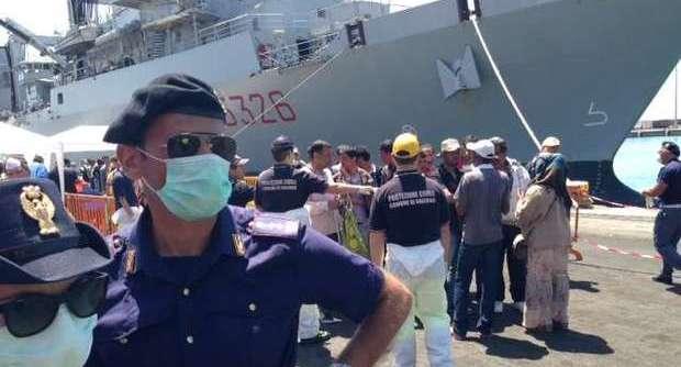 Lo sbarco nel porto di Salerno
