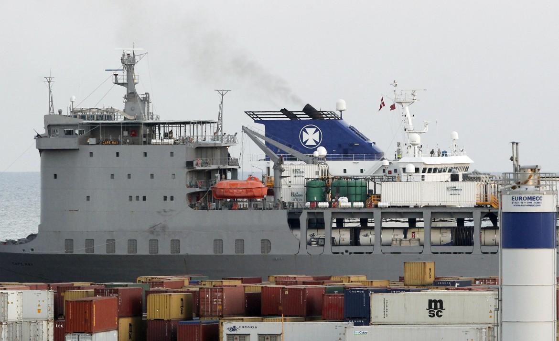 Il cargo danese Ark Futura che trasportava le armi chimiche siriane nel porto di Gioia Tauro