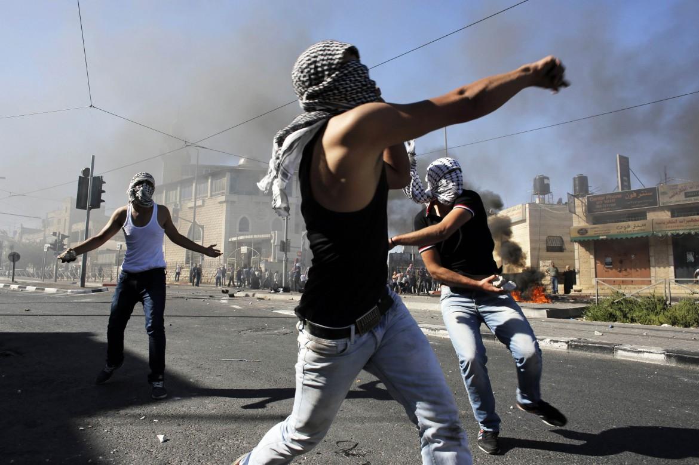 Manifestanti palestinesi