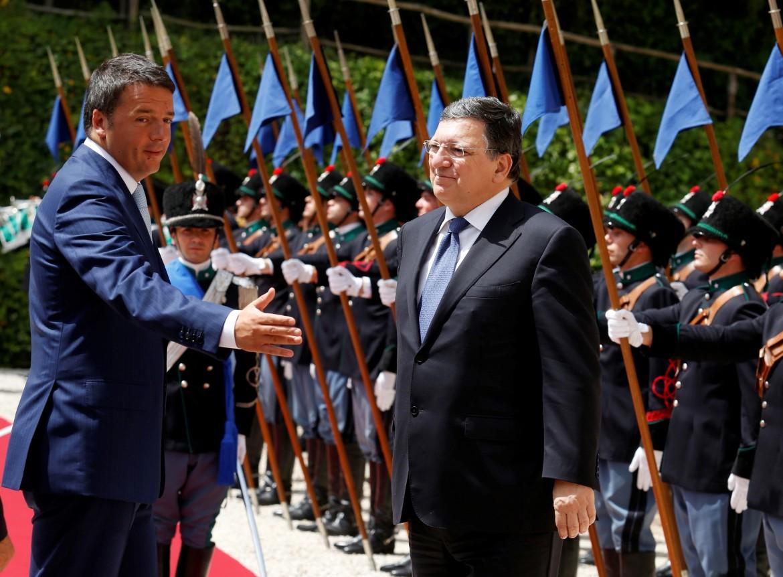 Renzi accoglie il presidente della Commissione Ue Manuel Barroso a Roma, a Villa Madama
