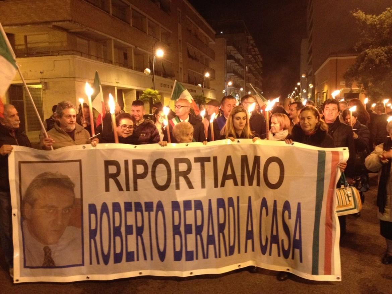 Una manifestazione a favore di Roberto Berardi