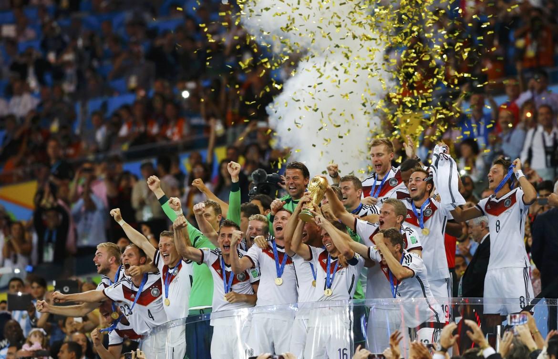 La formazione tedesca festeggia la coppa del mondo