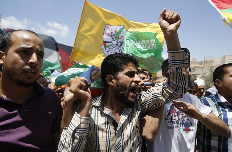 Manifestanti palestinesi a Hebron