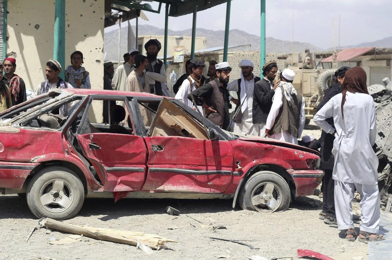 Afghanistan, l'attentato all'autobomba