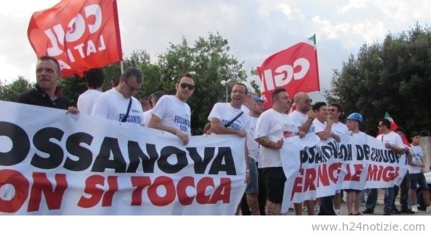 I lavoratori della Sapa di Priverno Fossanova (Latina) in piazza per dire no alla chiusura della fabbrica