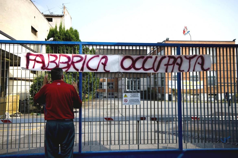 Gli operai della Ideal Standard occupano lo stabilimento di Orcenico (Pordenone): si battono contro la chiusura