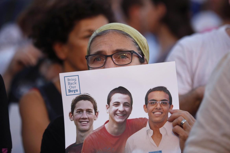 Israele, manifestazione per i tre coloni rapiti