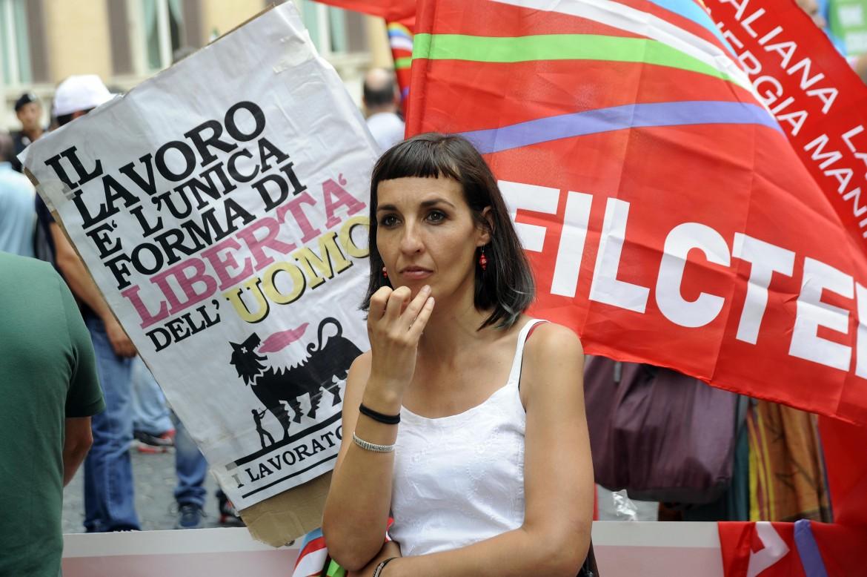 Il presidio dei dipendenti Eni, ieri davanti a Montecitorio