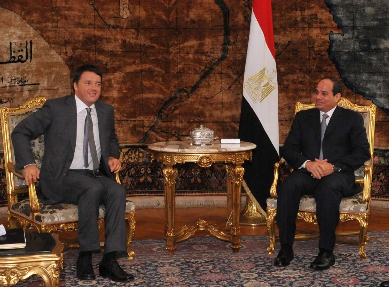 Il presidente del Consiglio Matteo Renzi a colloquio con il generale Al Sisi, capo del governo egiziano