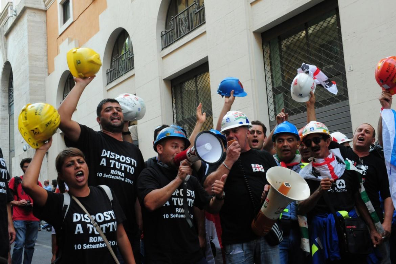 I lavoratori Alcoa sotto il ministero