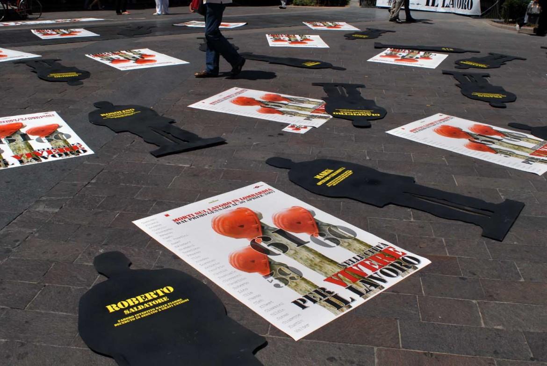 Una manifestazione contro i morti sul lavoro