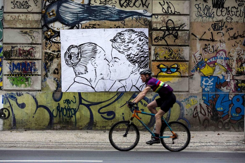 Brasile, Dilma Rousseff e Marina Silva in un ironico murale