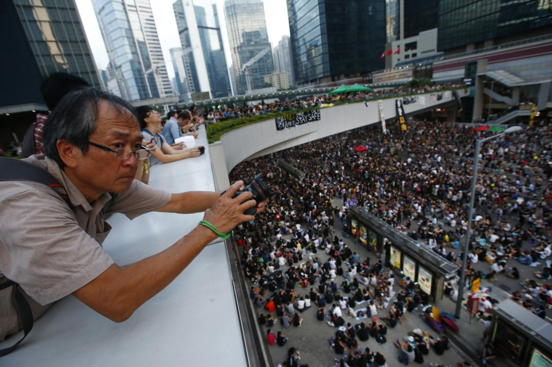 Manifestanti per le strade di Hong Kong