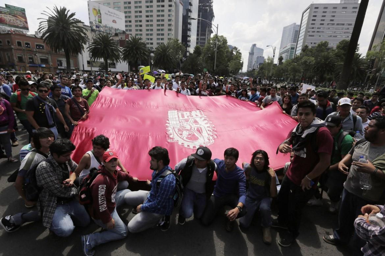 Messico, la manifestazione del 2 ottobre