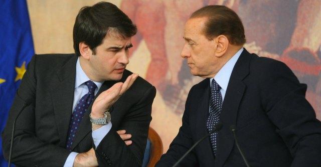 Il capo dei frondisti Raffaele Fitto e Silvio Berlusconi