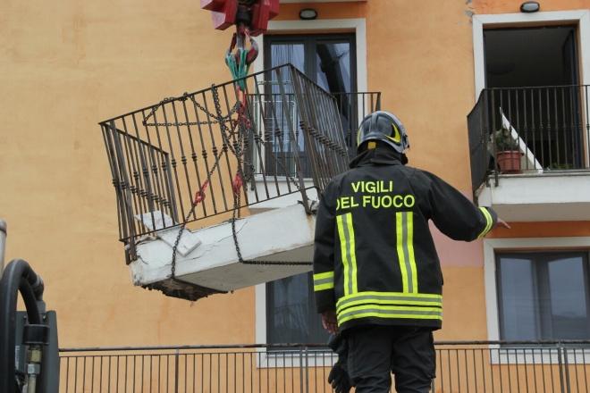 L'Aquila, il balcone crollato il 2 settembre scorso nella new town di Cese di Preturo