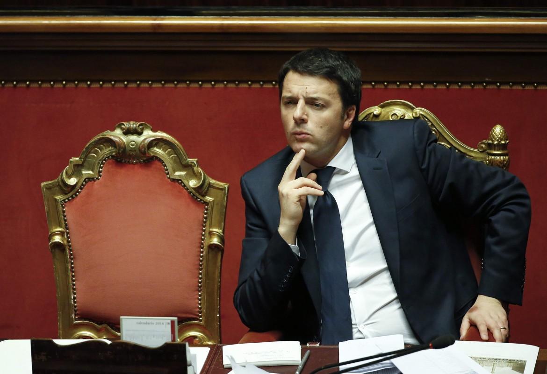 Renzi in una delle sue apparizioni in senato