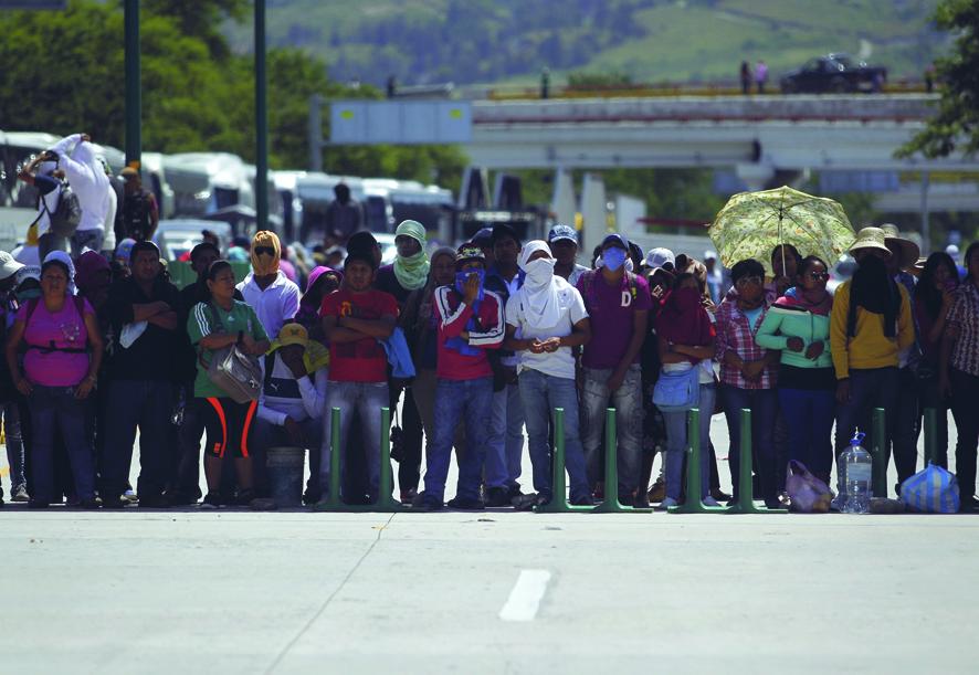 Messico, manifestazione degli studenti dopo il massacro di Iguala