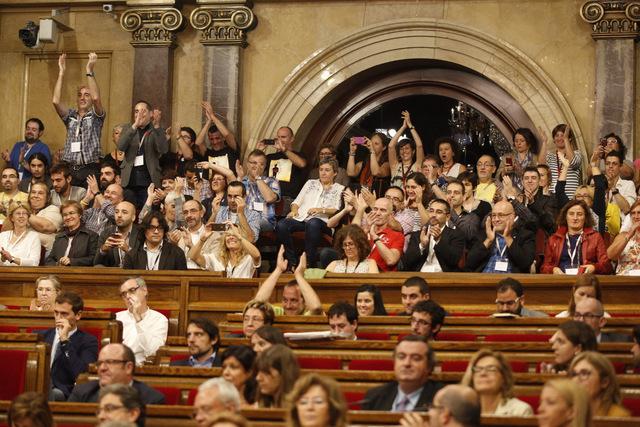 Il parlamento catalano approva la legge contro l'omofobia