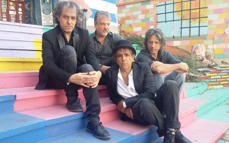 uno scatto recente dei Têtes de Bois, sotto la copertina del nuovo disco