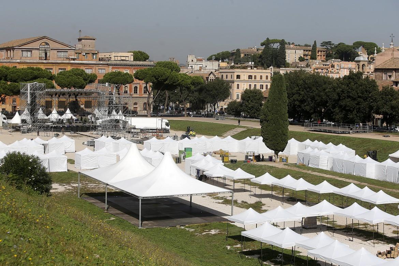 I gazebo allestiti al Circo Massimo