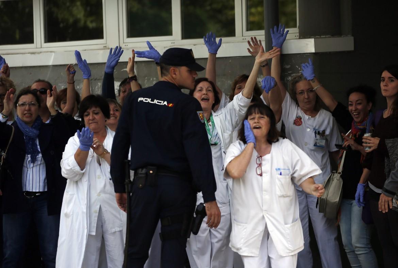 Protesta delle infermiere dell'ospedale Carlos III di Madrid