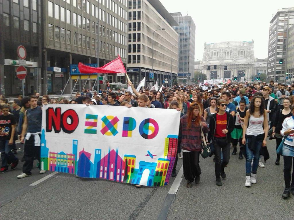 Il corteo No Expo a Milano