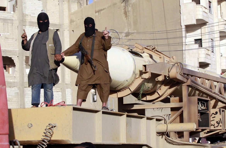 Miliziani dell'Isis nella roccaforte siriana di Raqqa