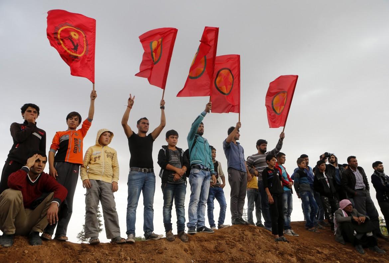 Funerale kurdo per i morti di Kobane