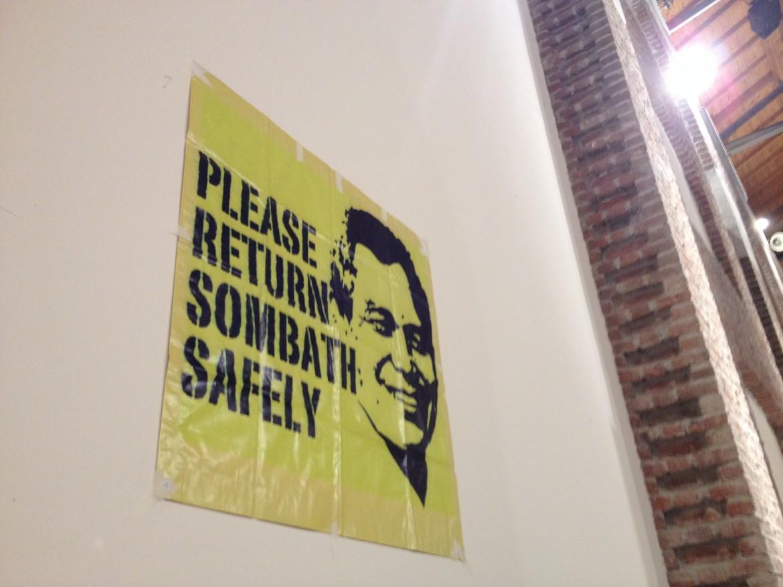 Un poster chiede la liberazione di Sumbath Somphone